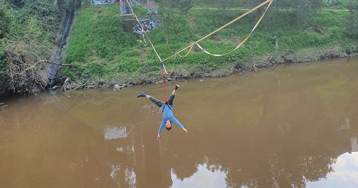 Slacklining over water